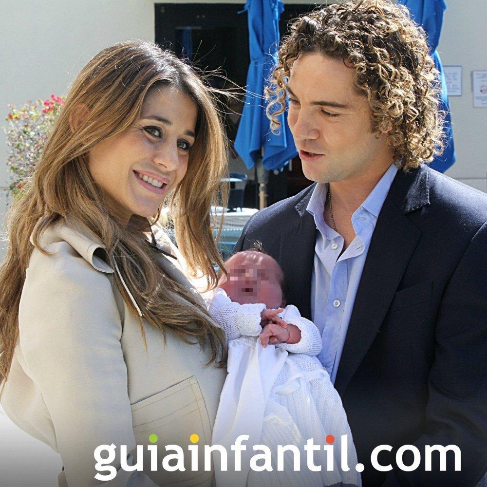 Elena Tablada y David Bisbal con su bebé Ella