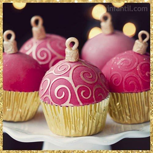 Cupcake de Navidad con forma de bola navideña