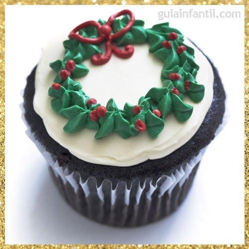 Cupcake navideño con forma de corona
