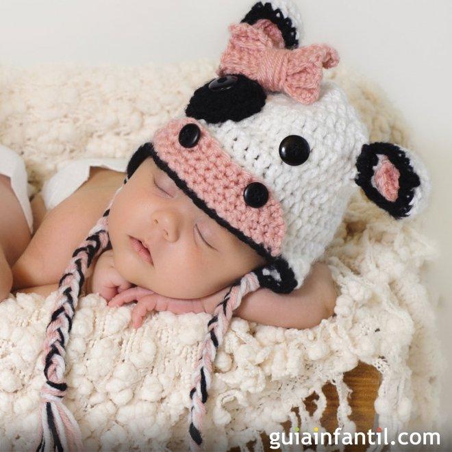 Disfraz casero de vaca hecho de punto para bebés