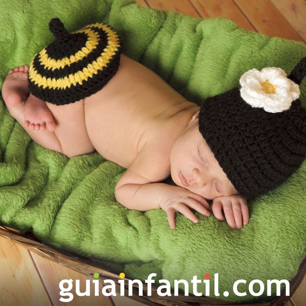 Disfraz hecho de punto para bebés. Abeja