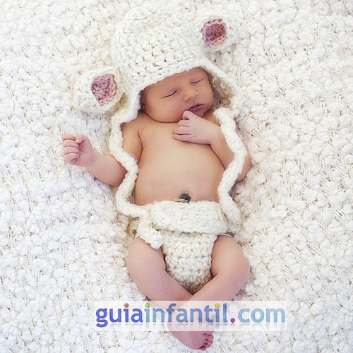 Disfraz para bebés. Una oveja hecha de punto