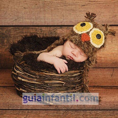 Disfraz para bebés. Un búho hecho de punto