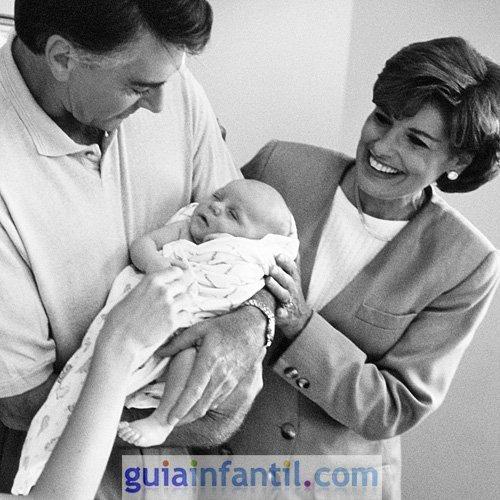 La primera foto del bebé con los abuelos