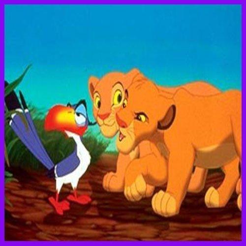 El pájaro Zazú aguantando las bromas de Simba y Nala en El Rey León
