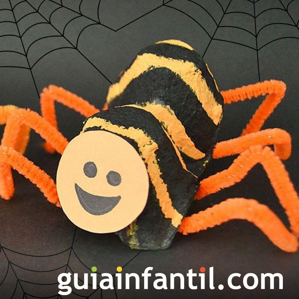 Araña de Halloween con hueveras recicladas
