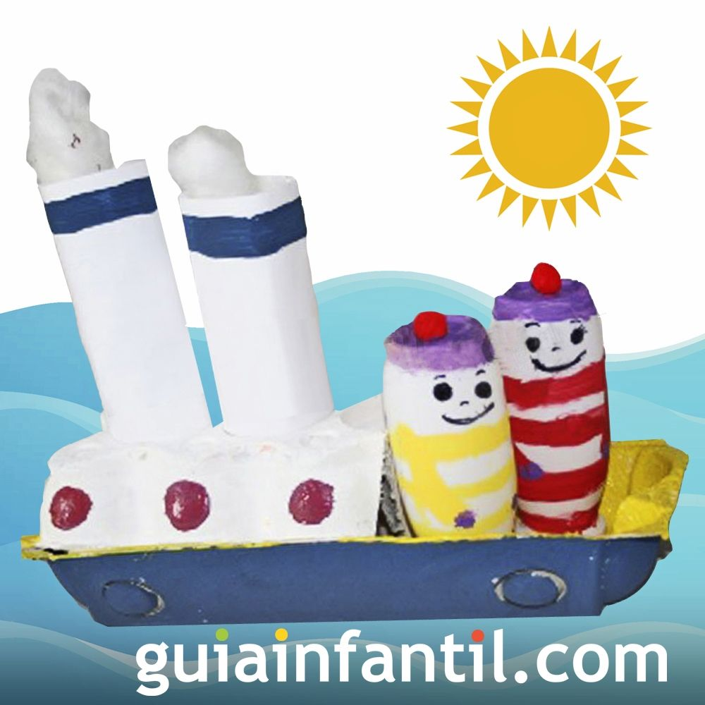 Barco pirata de cartón de huevos reciclado