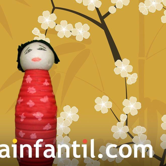 Muñeca japonesa con plástico reciclado
