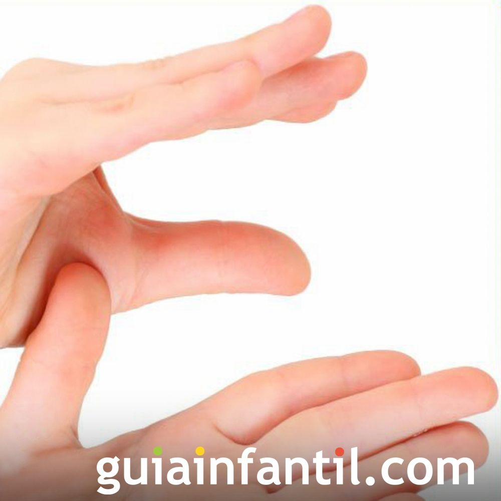 La letra E usando las manos