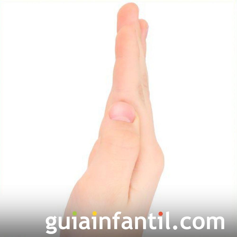 Juega a hacer la letra I con la mano