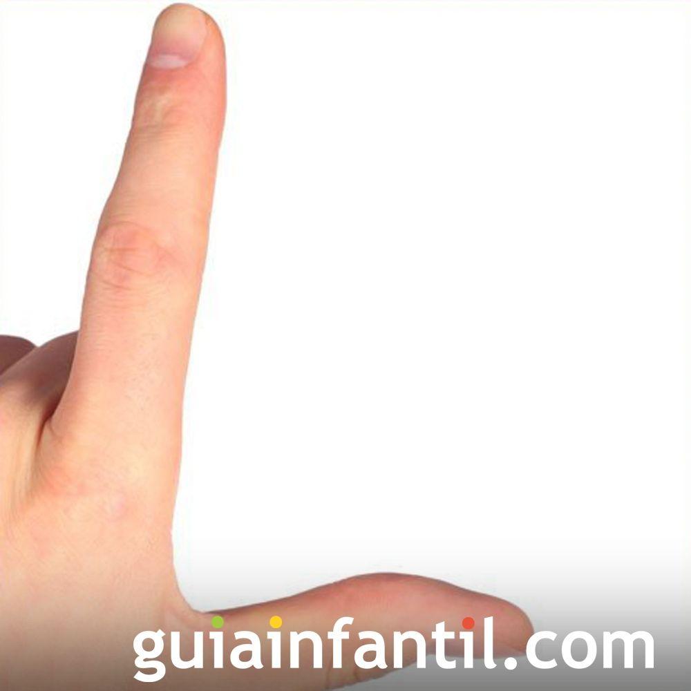 La letra L con las manos de los niños