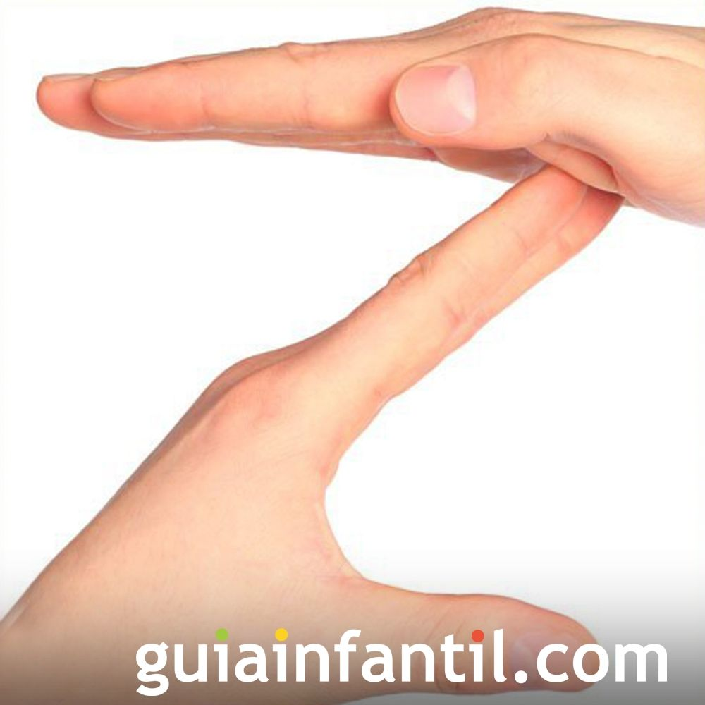 La letra Z usando las manos de los niños