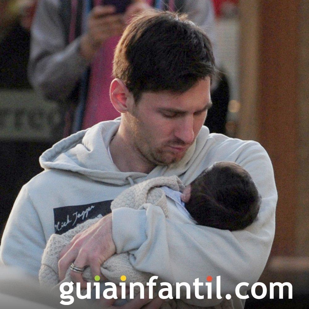 El futbolista Messi con su hijo Thiago