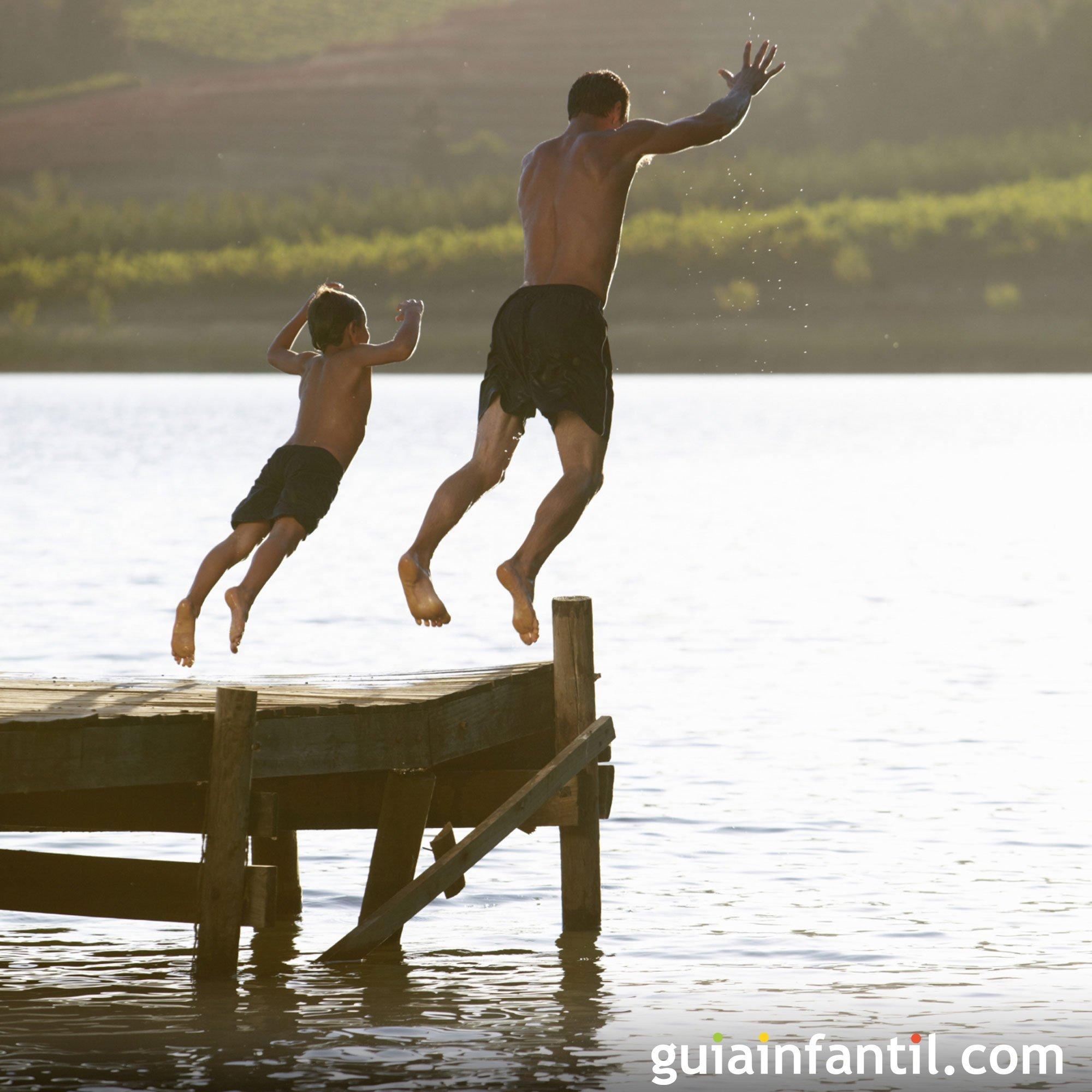 Jugar en el río o en el lago con papá