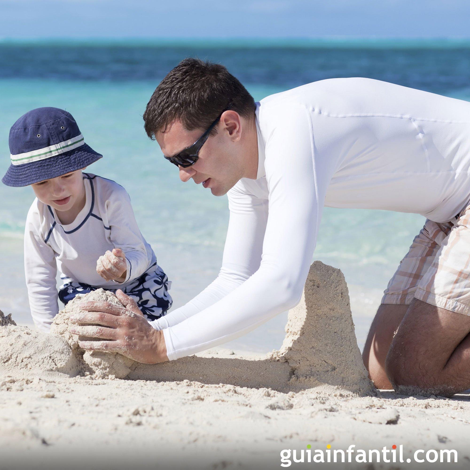 Jugar con papá a hacer castillos de arena