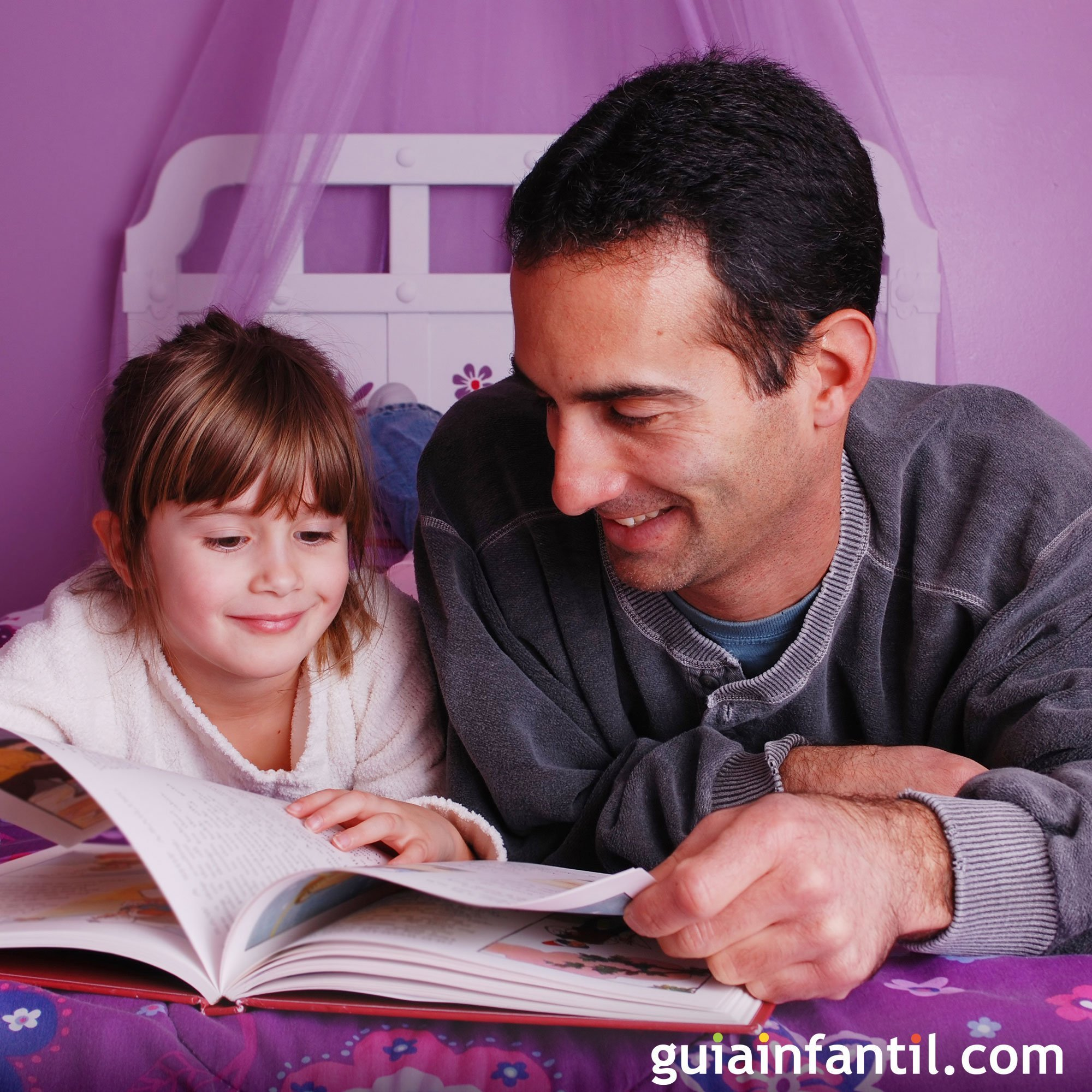 Jugar a contar cuentos con papá