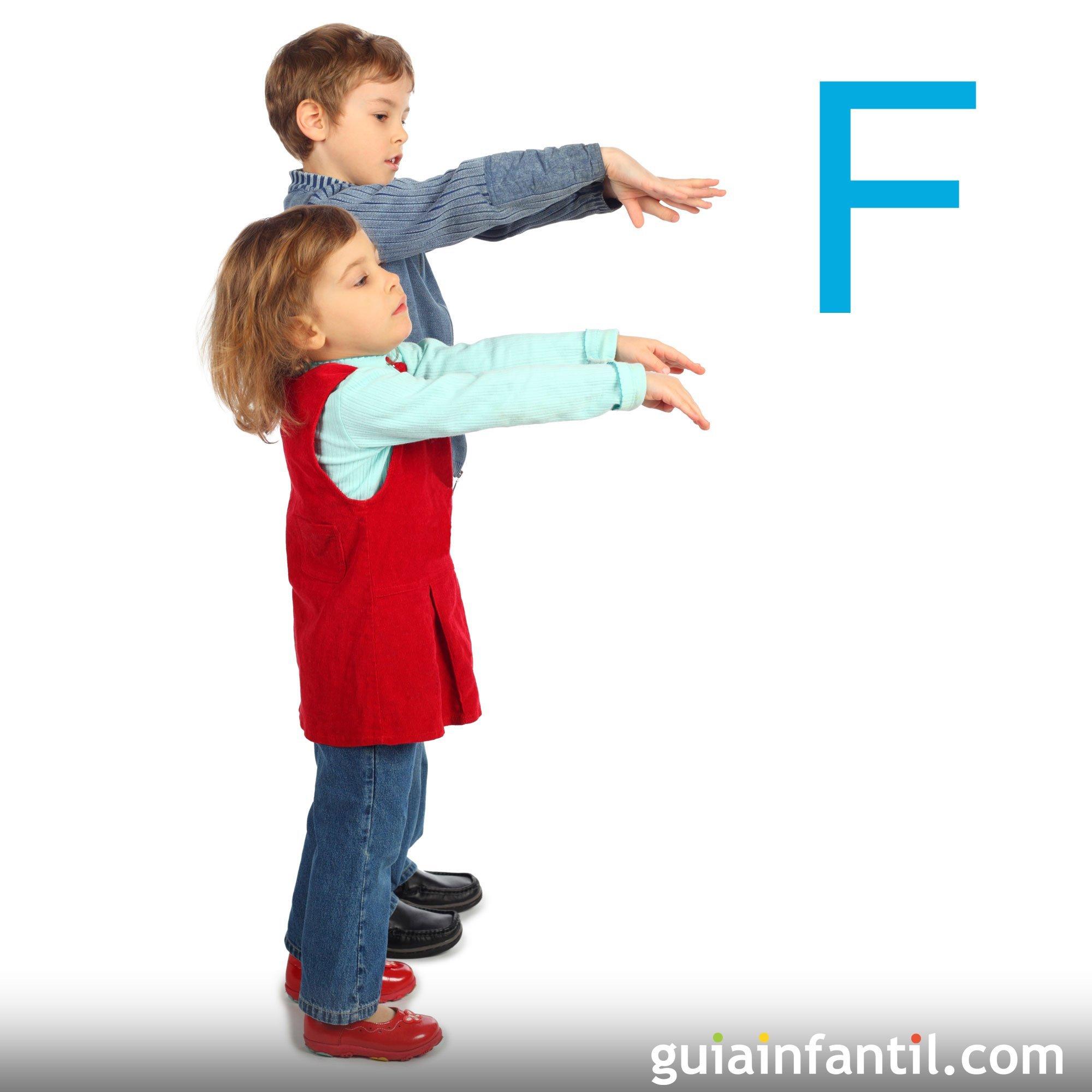 Hacer la letra F con el cuerpo de los niños