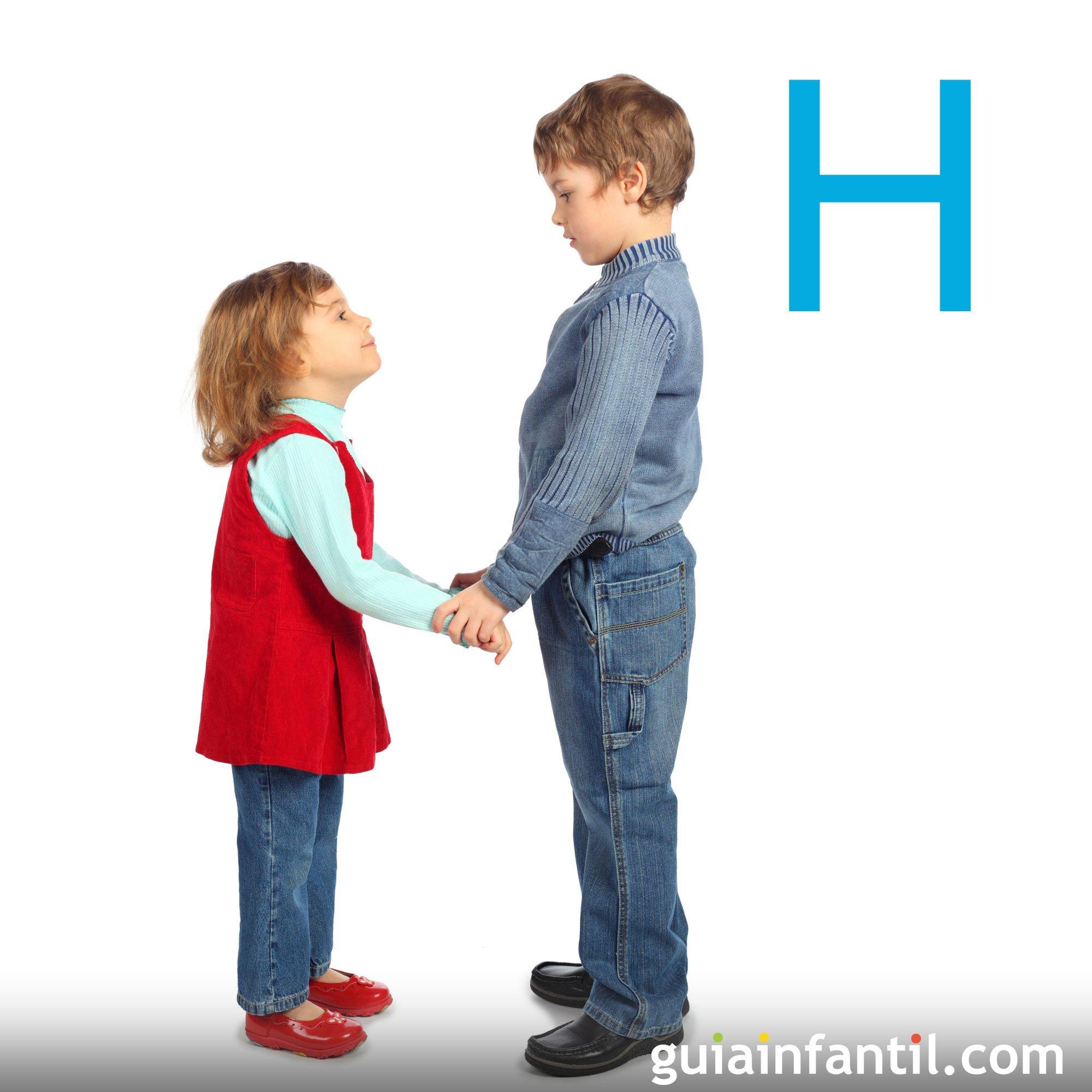 La letra H con el cuerpo de los niños