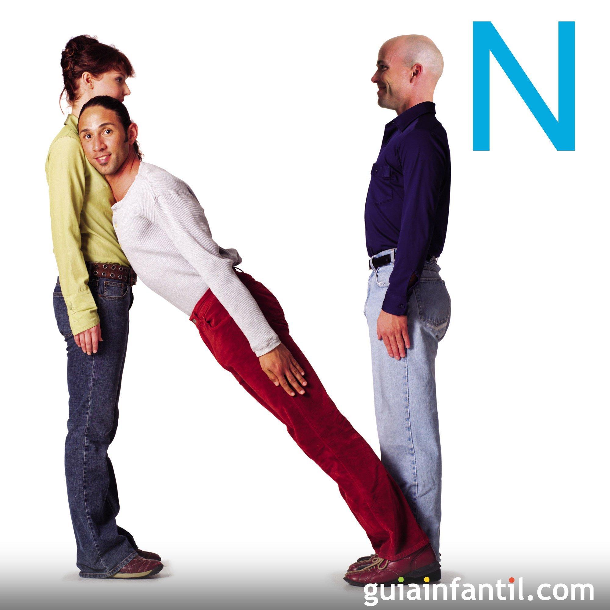 Haz la letra N con el cuerpo