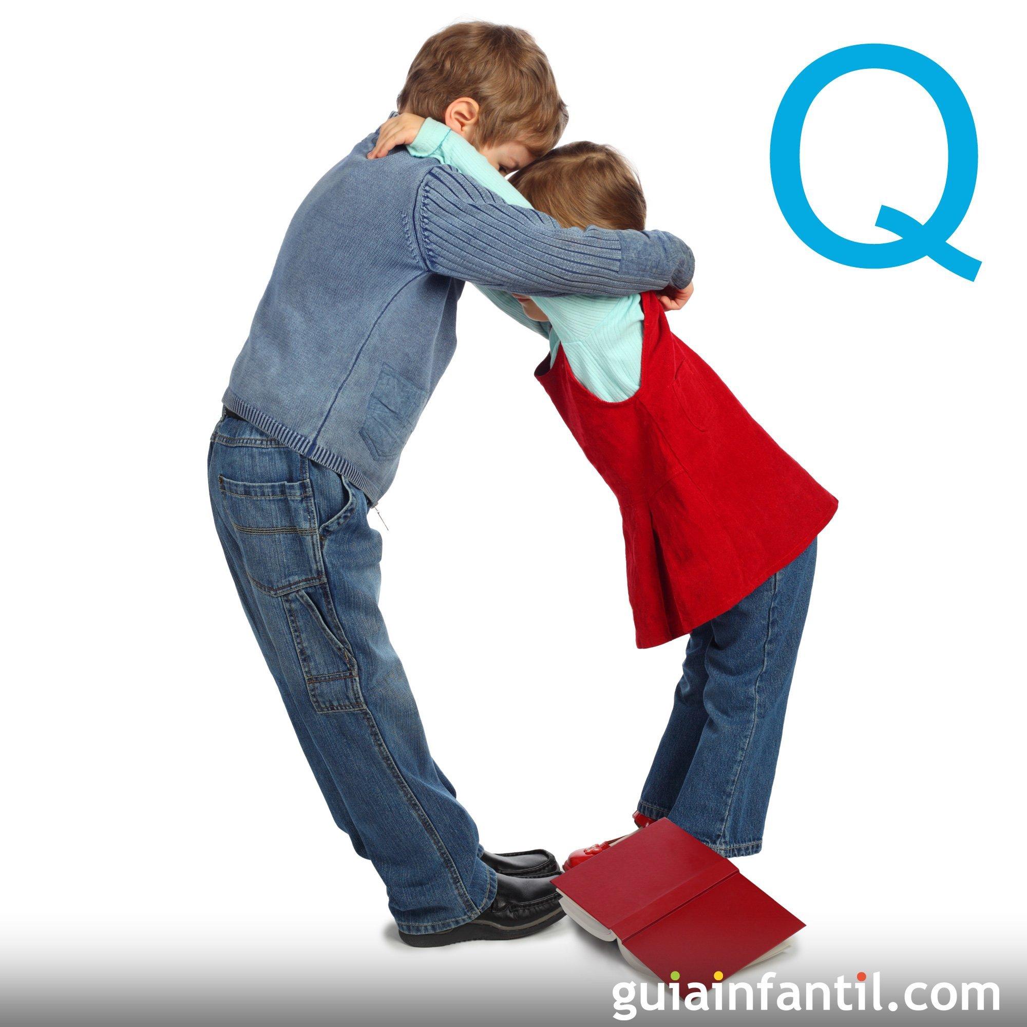 Juega a hacer la letra Q con el cuerpo