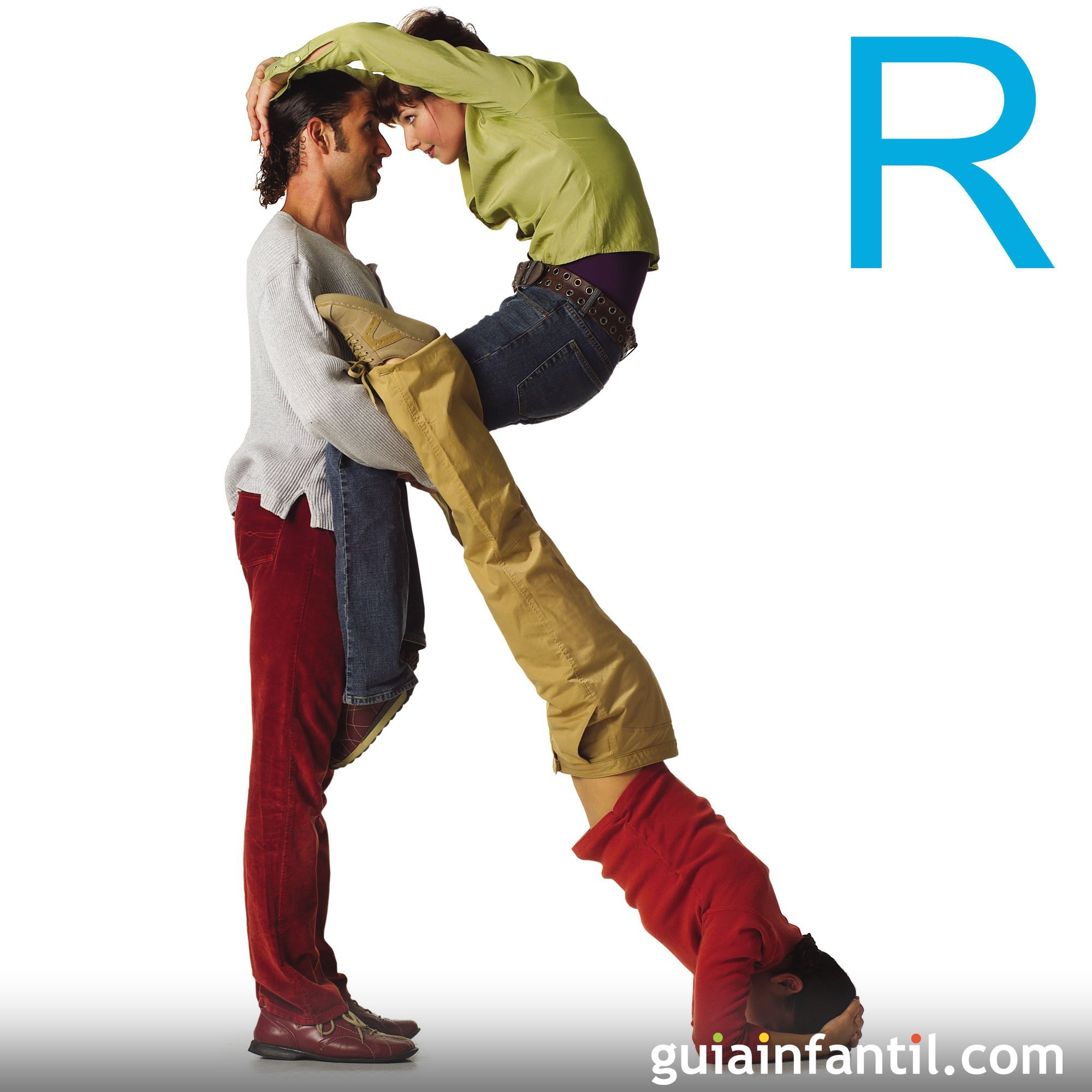 Hacer la letra R con el cuerpo de los niños