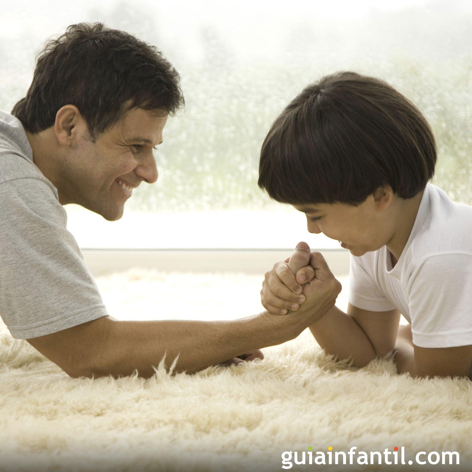 Un pulso con papá. Fotos graciosas para los niños