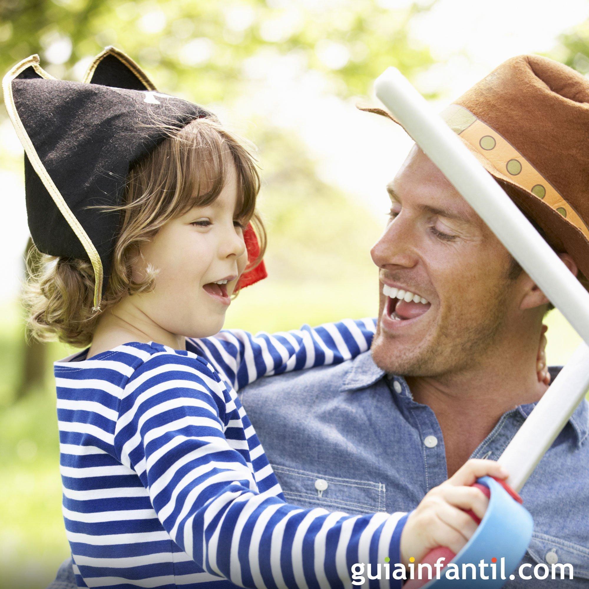 Jugando a los disfraces. Fotos de padres e hijos