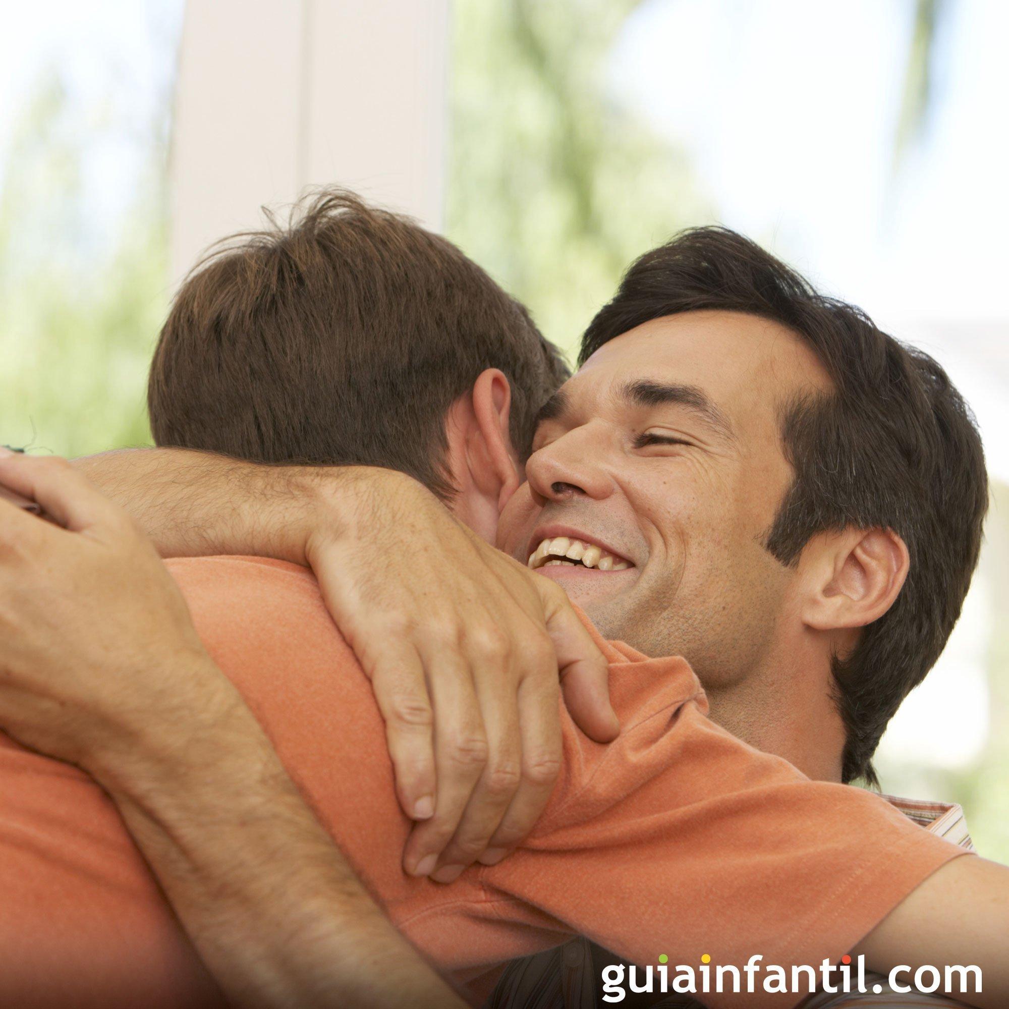 Foto de un abrazo entre padre e hijo