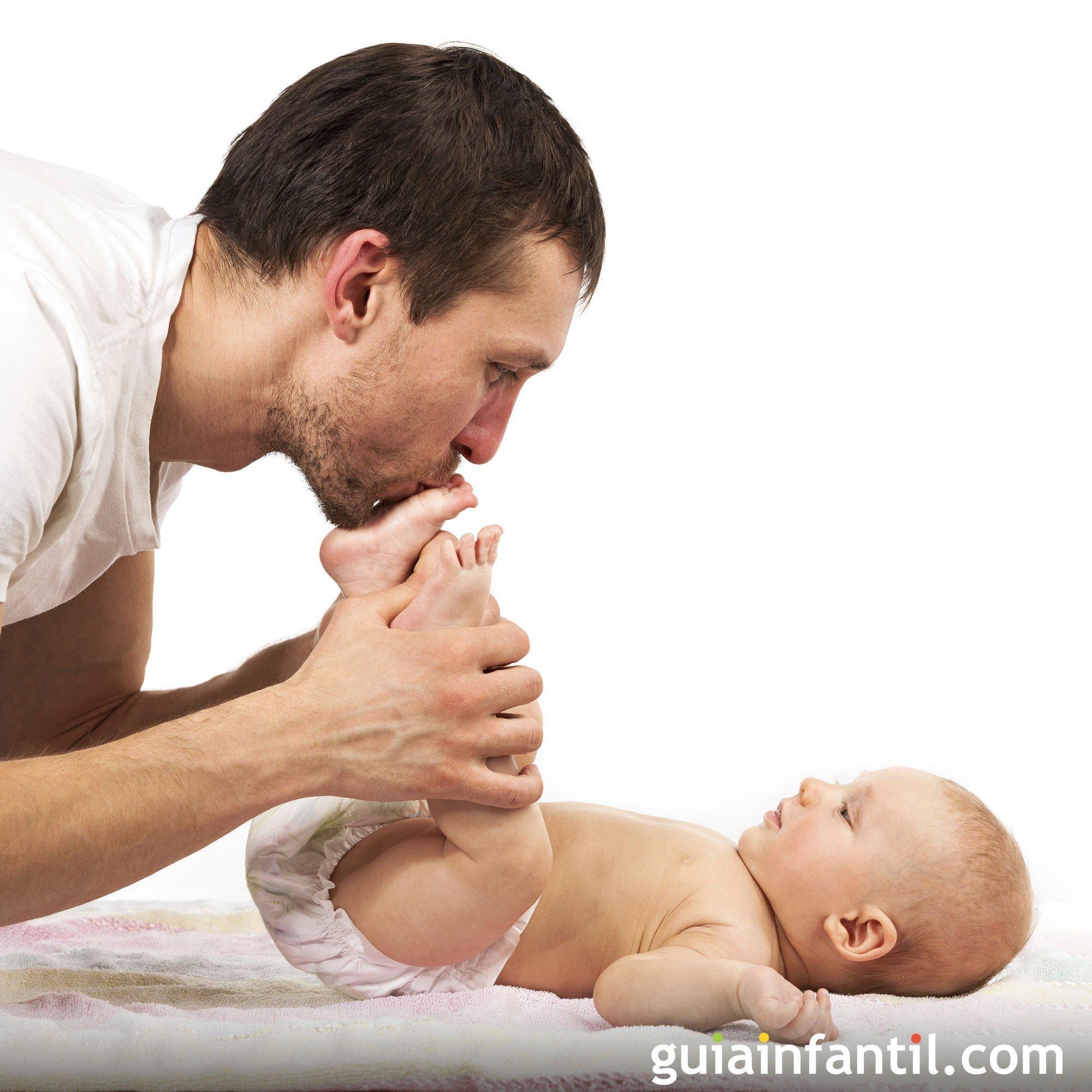 Cosquillas con papá. Foto de padres y bebés
