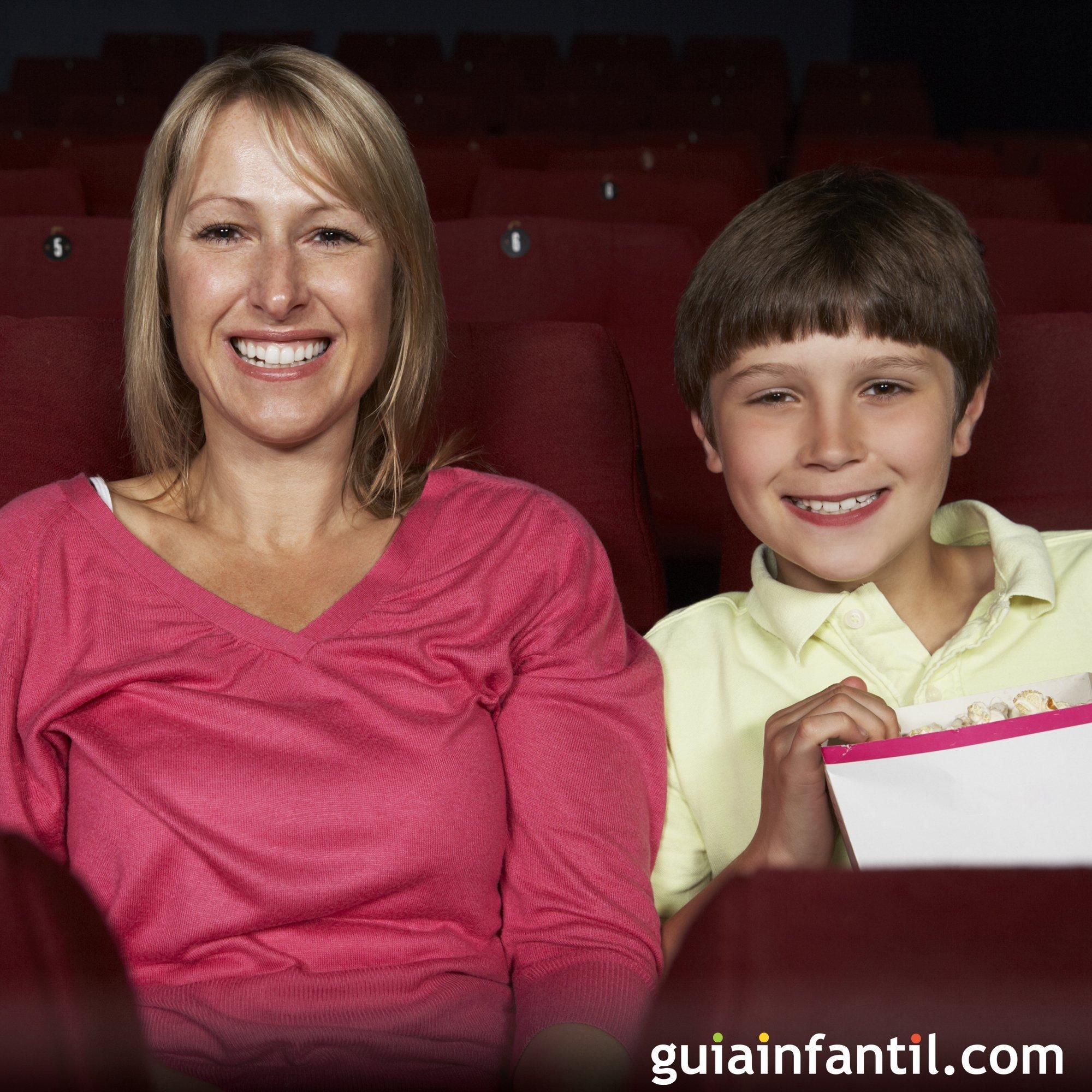 Llevar a tus hijos al cine a ver una película infantil