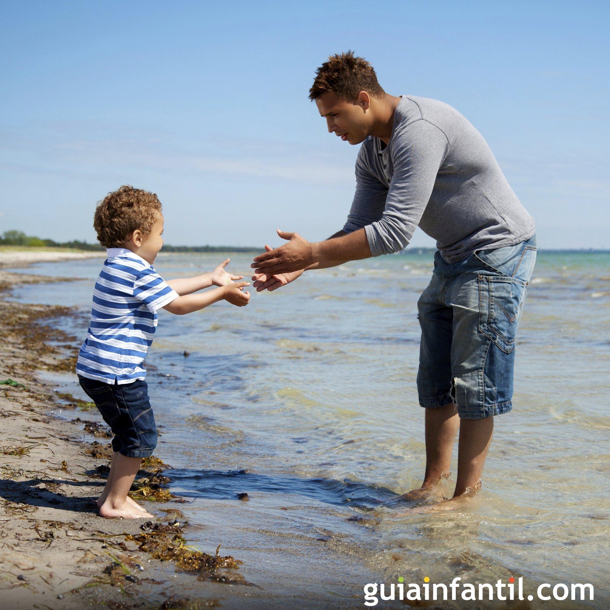 Pasear por la playa con los niños