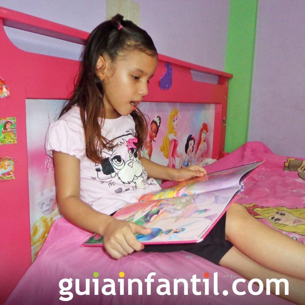 Franchesca, de 7 años leyendo