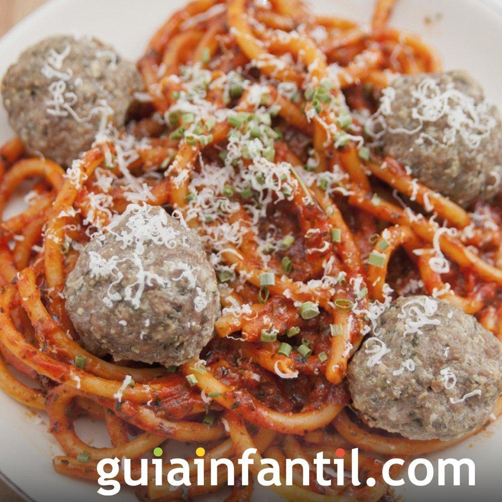 Espaguetis con albóndigas para niños