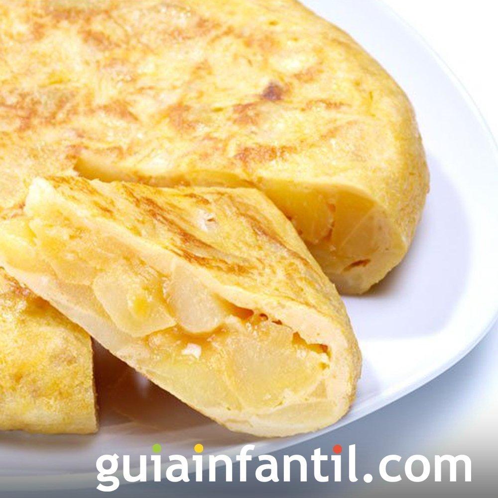 Tortilla de patatas casera. Receta tradicional