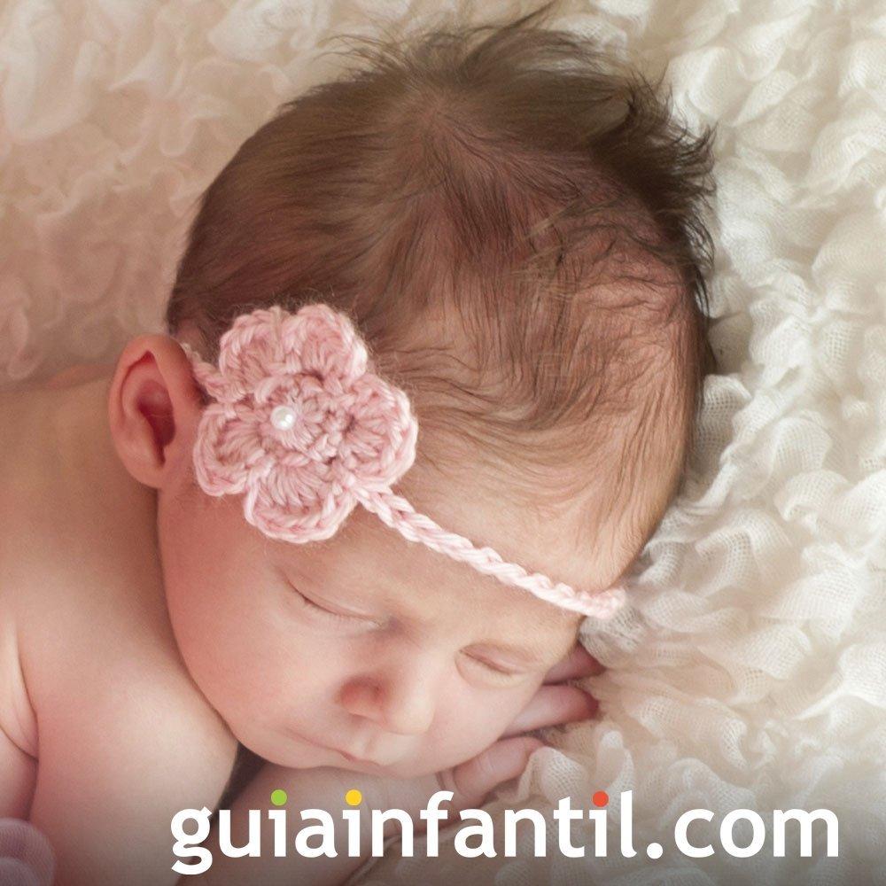 Cinta con flor rosa de ganchillo