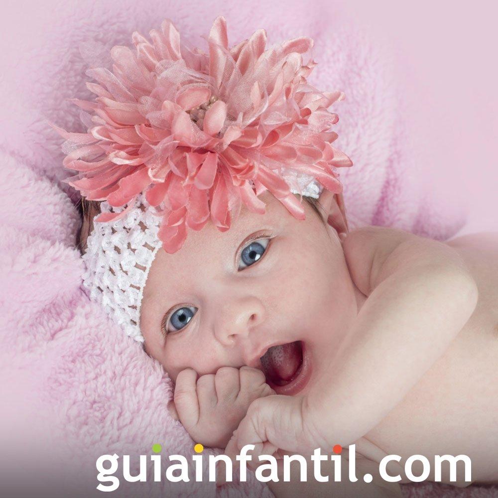 Diadema blanca con flor rosa