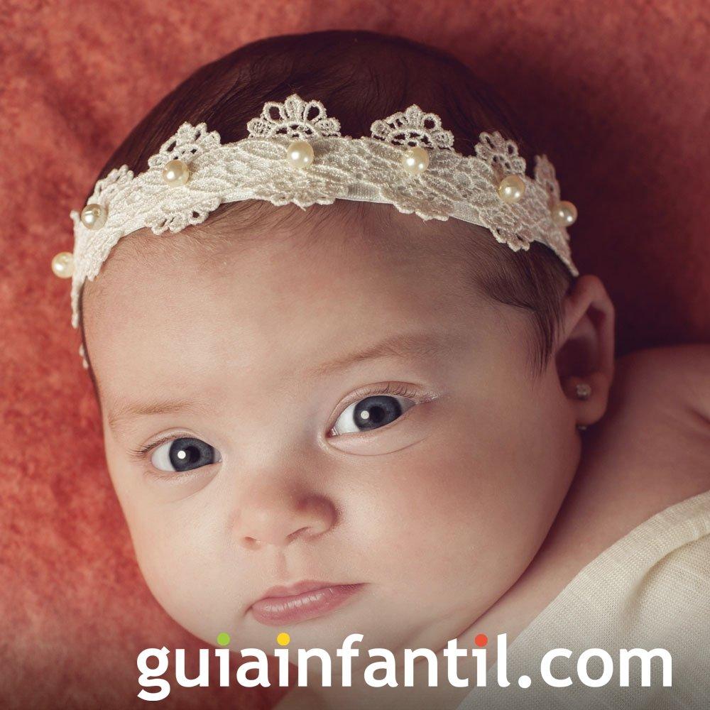 Diadema blanca de encaje y perlas