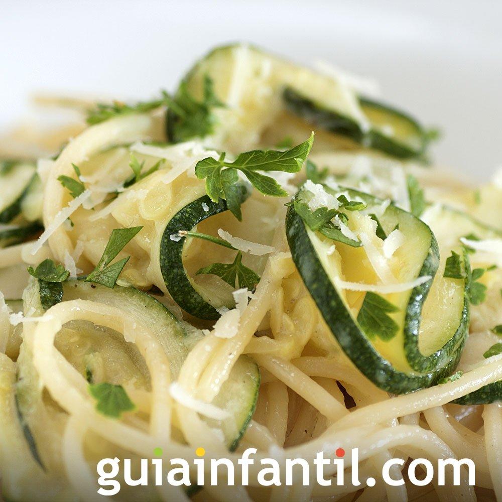 Espaguetis con calabacín. Receta vegetariana