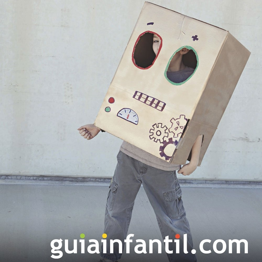 Jugar a construir un disfraz casero con cajas