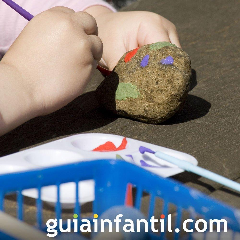 Jugar a pintar piedras