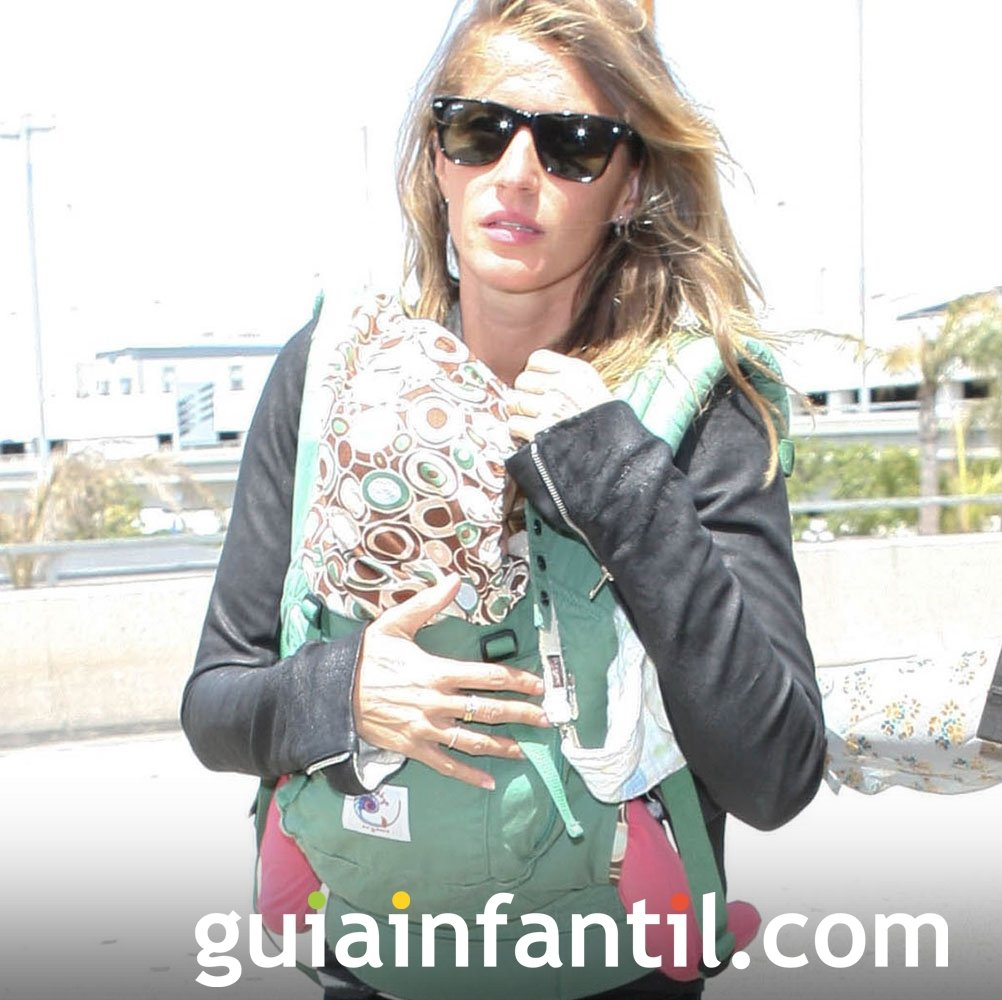 Gisele Bundchen portea a su bebé con una mochila