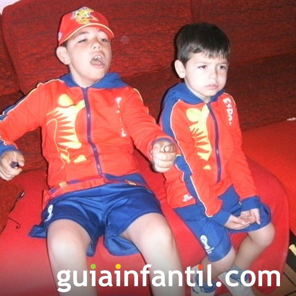 Darío de 7 años con la equipación de España
