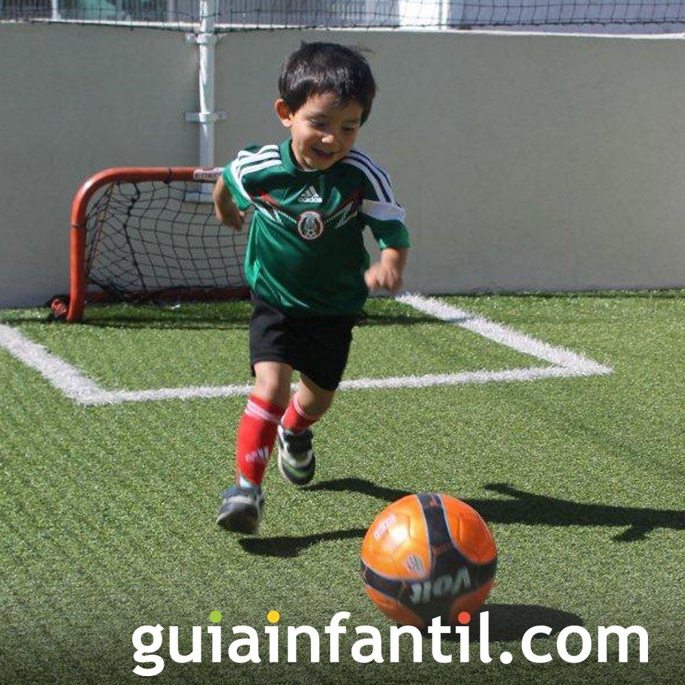 Felix Arturo, de 3 años con la camiseta de México