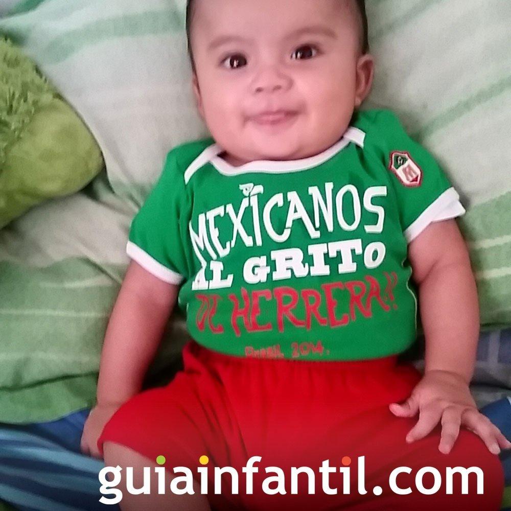 Ángel, de 3 meses, anima a la selección mexicana