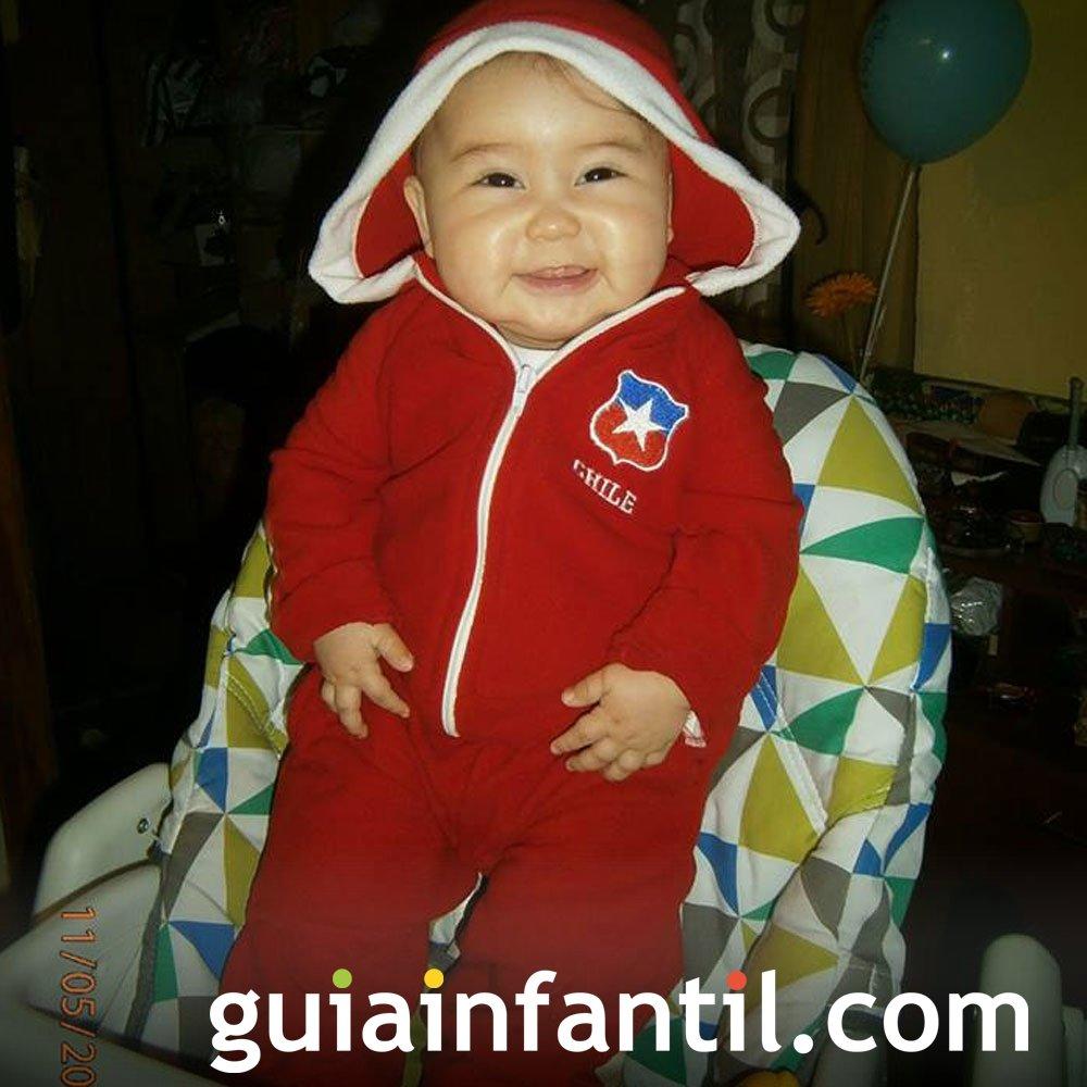 Esteban Felipe, de 9 meses, anima a la selección chilena