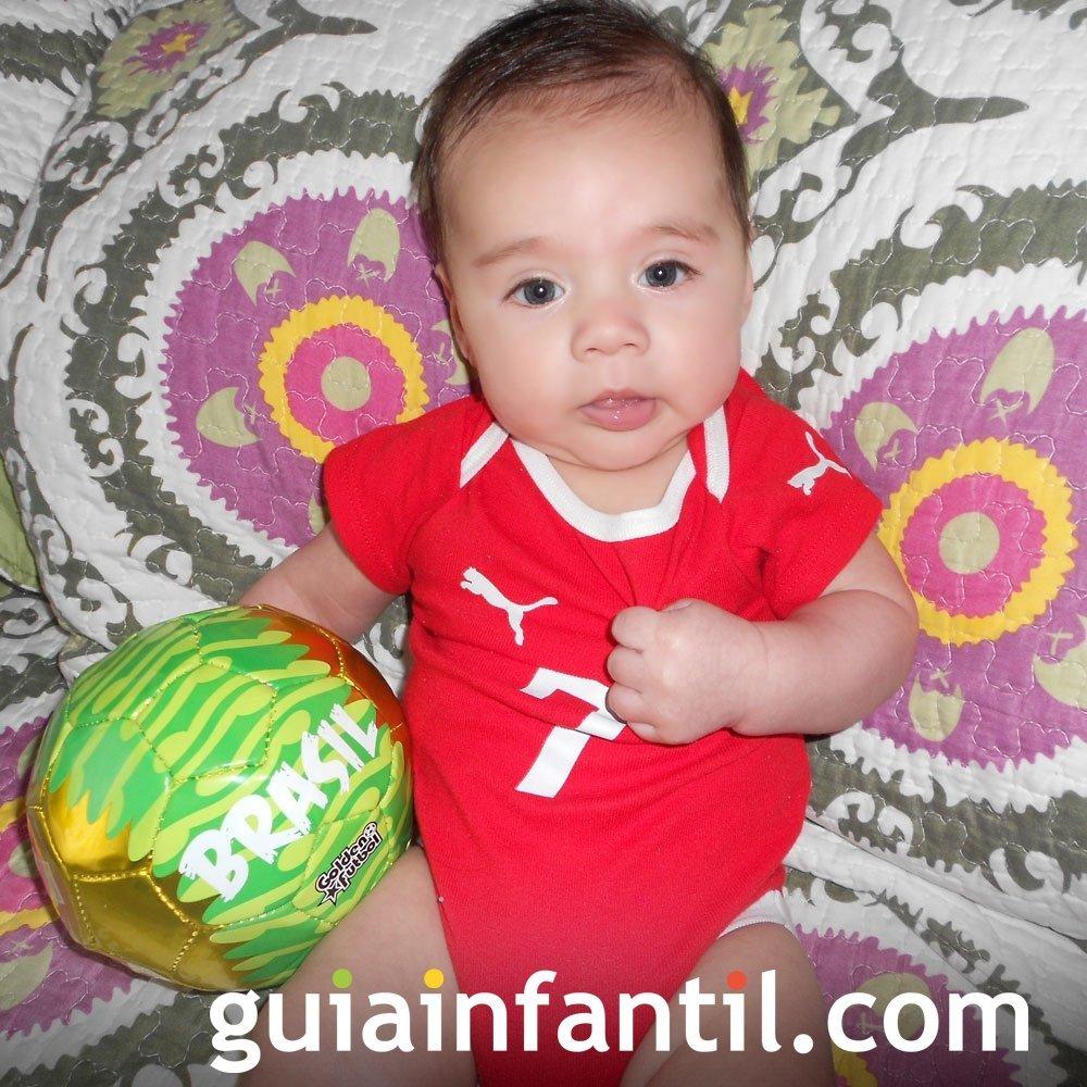 Agustín Ignacio, de 3 meses, anima a Chile