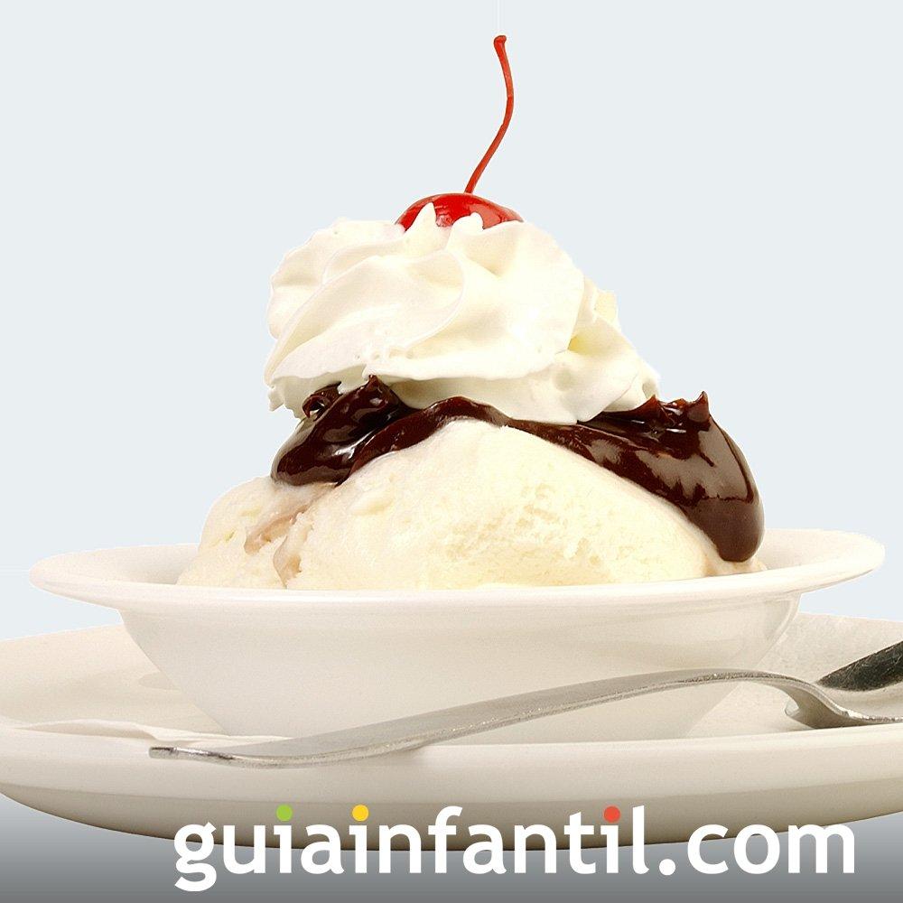 Receta de helado sundae de vainilla y chocolate para niños