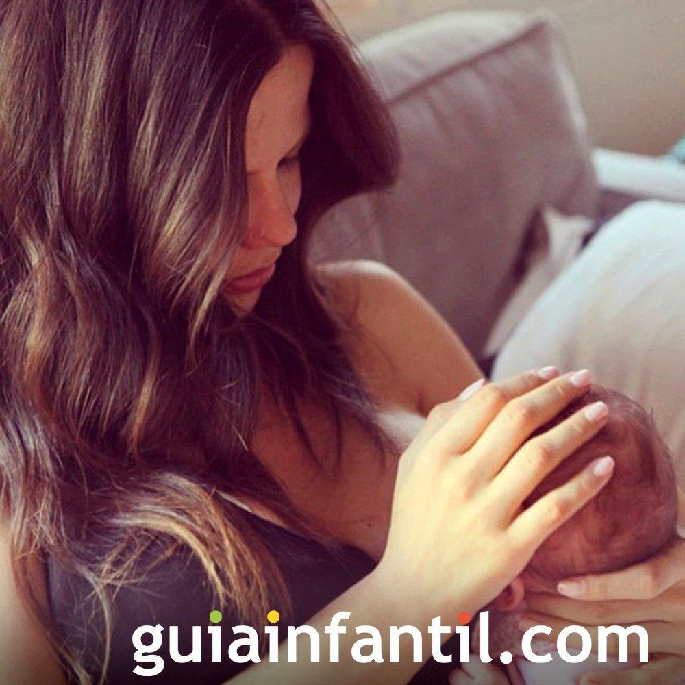 Tammin Sursok dice que dar el pecho es una cosa preciosa