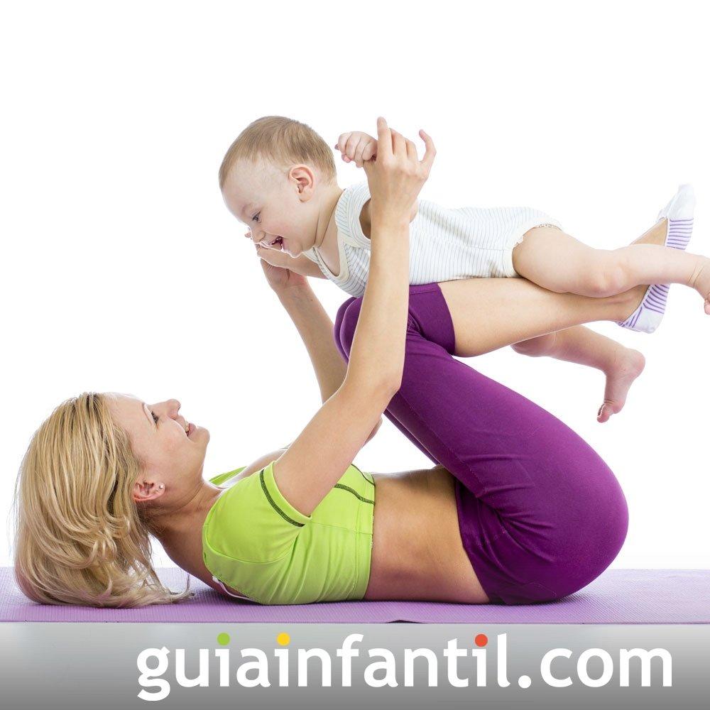 Ejercicio de rodillas. Deporte para la madre y el bebé