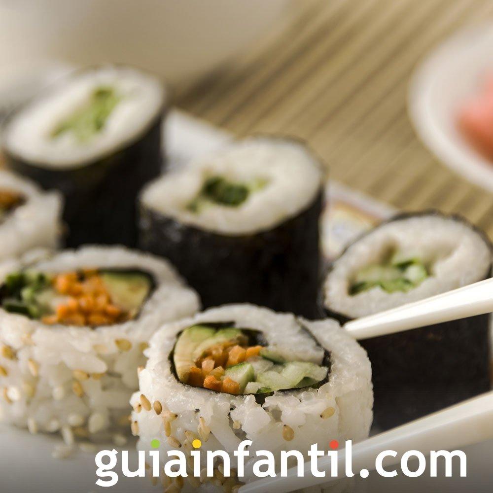 Receta de sushi. Plato japonés de pescado para niños